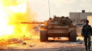 شاركت قوات جوية وبرية وبحرية موالية لحفتر في المعارك، ضد ميليشيات إسلامية كانت سيطرة على الموانئ النفطية في الفترة السابقة