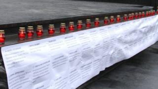 Поминальні свічки і прізвища загиблих журналістів