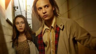 Alycia Debnam Carey as Alicia and Frank Dillane as Nick in Fear the Walking Dead