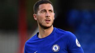 Chelsea itakataa ombi lolote kutoka Manchester City kumnunua nyota wake raia wa Ubelgiji Eden Hazard hata iwapo klabu hiyo ya Pep Guradiola inataka kuvunja rekodi ya £200m. (Telegraph)