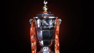 https://ichef.bbci.co.uk/news/320/cpsprodpb/820C/production/_104229233_the-rugby-league-world-cup-trophy-restored-with-the-cockerel.jpg