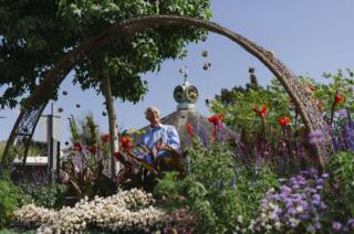 Kingsbridge willow arch celebrating the town's 800th anniversary