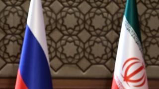 Bandeiras da Rússia e do Irã