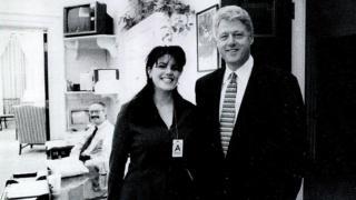 克林顿与莱温斯基在白宫的合影。
