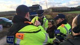 Three police arrest a woman
