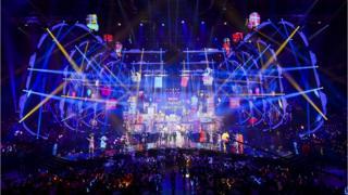 Распродажи начались в субботу с гала-концерта в Шанхае