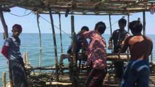 ပင်လယ်ပြင်ထဲက ကျားဖောင်လုပ်ငန်းခွင်