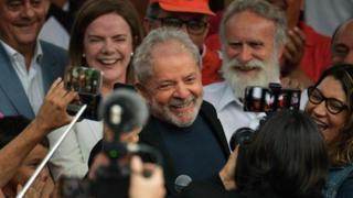 Festa no sindicato, pronunciamento, protestos: o que esperar do 1º sábado de Lula fora da prisão