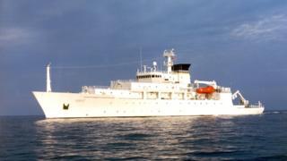 """圖為美國海軍海洋測量船""""鮑迪奇""""號正在南海海域。"""