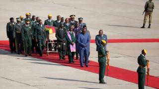 Mwili wa Mugabe ukiwasili