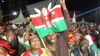 wafuasi wa Jubilee wakifurahia kutangazwa kwa rais Uhuru Kenyatta kama msahindi wa uchaguzi mkuu