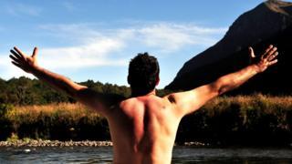 Обнаженный мужчина со спины