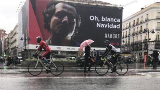 Kolombiya, İspanya'dan 'Beyaz Noel' yazan Narcos dizisinin afişini kaldırmasını istemişti.