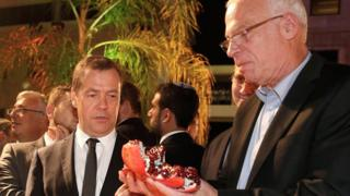 A picture made availbale on 11 November 2016 shows Russian Prime Minister Dmitry Medvedev (L) and Israeli Agriculture Minister Uri Ariel (R)