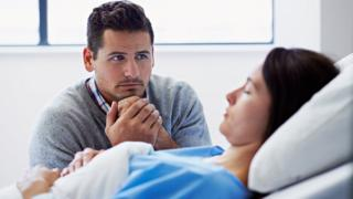 Paciente en coma con su pareja