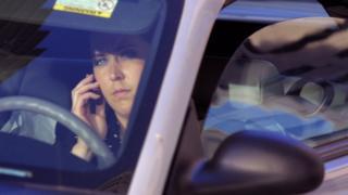 Sürücü cep telefonu kullanıyor
