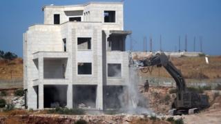 إسرائيل تقول إن المباني غير قانونية