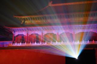 大部分网友对活动表示欢迎,但也有批评人士认为灯光会破坏故宫的古色古香。