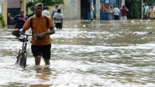 Шри-Ланкада соңку 14 жыл ичинде болбогон нөшөрлүү жамгыр жаап жатат. Метеорологдордун болжолунда жакынкы күндөрдө токтобойт.