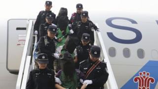 資料圖片:肯尼亞電信詐騙案犯人去年被移送到北京