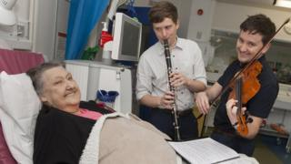 Gwendoline Evans enjoying music from Jonathan and Robert Guy