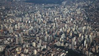 Vista aérea de São Paulo, que também escolhe prefeito neste domingo