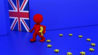 Фигура человечка, уходящего от флага ЕС в дверь с британским флагом