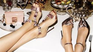 """شركة """"جيمي تشو"""" للأحذية تعرض نفسها للبيع"""