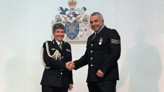 Sgt Matiu Ratana with Cressida Dick