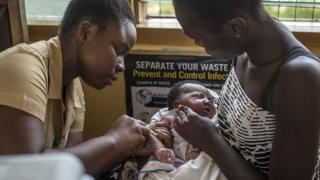 Ганадагы медайым иш үстүндө