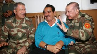 ابراهیم تالیسس (وسط) در کنار رجب طیب اردوغان (راست)