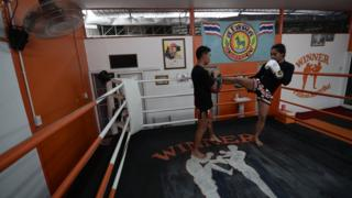 Ratchadaphon Winhantamma sparring in the ring