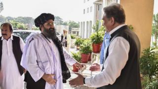 جاءت صفقة التبادل بعد أيام من حضور الملا بارادار، االقيادي البارز في طالبان، محادثات في باكستان