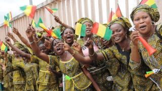 Des femmes, fans de la Guinée, une sélection qui s'est déjà hissée en finale de la Coupe d'Afrique des Nations (1976).