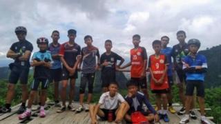 รูปหมู่สมาชิกทีมหมูป่าอะคาเดมี