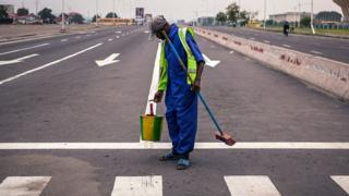 Man wey dey paint zebra crossing for road
