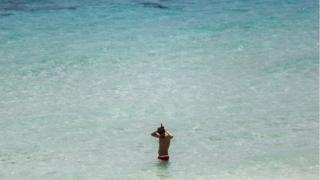 シミラン諸島を訪れる多くの観光客は近くの人気リゾート地プーケットから足を延ばす