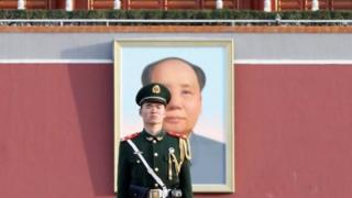 Курултайга Кытай парламентинин үч миңге чукул депутаты катышууда.