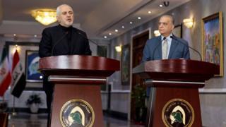 محمد جواد ظریف، وزیر خارجه ایران به همراه محمد علی حکیم، وزیر خارجه عراق