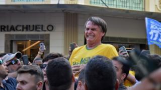 Momento do ataque contra Bolsonaro