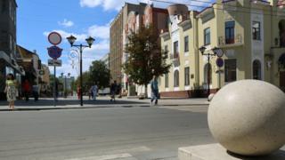 """""""катающийся"""" шар на улице Волжской"""