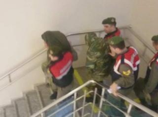 Tutuklanan yunan askerleri