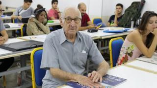 Carlos Augusto Manço em aula