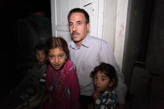 Халид Таало Кудур аль-Али с племянниками и племянницами