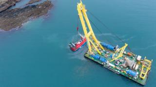 Salvage Experts retrieve boat