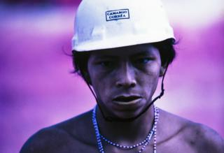 Yanomami in the construction work on the North Perimeter Highway, Catrimani, Roraima, 1975