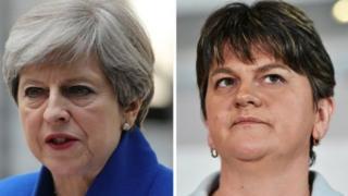 Theresa May iyo Arlene Foster oo kala hogaamiya labada xisbi