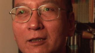 劉暁波氏は肝臓がんのため13日に亡くなった