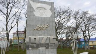 Monumento em homenagem aos mortos na Segunda Guerra Mundial, em Shikotan, uma das quatro ilhas disputadas por Rússia e Japão