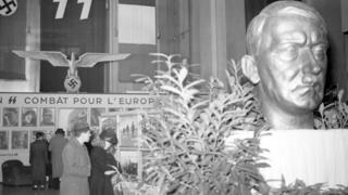 busto de Hitler. Paris, Champs-Elysées, January 1944